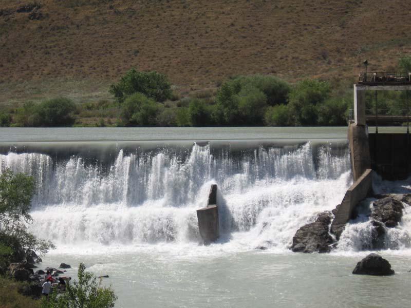Кыргызстан может временно закрыть на ремонт канал в Узбекистан
