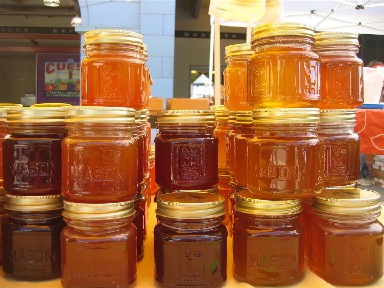 В российском аэропорту у гражданина Узбекистана изъяли мед