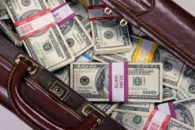 Узбекистанцы и граждане Кыргызстана попались с $9.5 млн в аэропорту