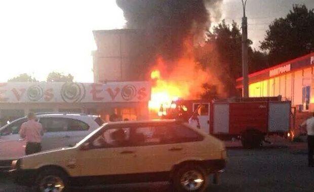 В Ташкенте из-за взрыва в лаваш-центре начался пожар